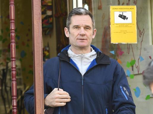 Iñaki Urdangarín sale del Centro Don Orione la última vez que realizó su voluntariado antes del coronavirus.
