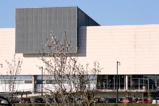Fachada de un edificio de la UIB.