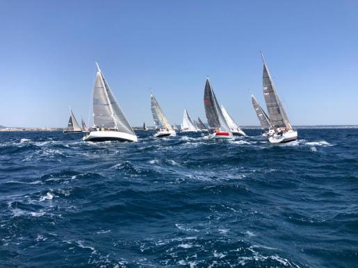 Imagen de la salida de la Volta a Mallorca A3 de vela.