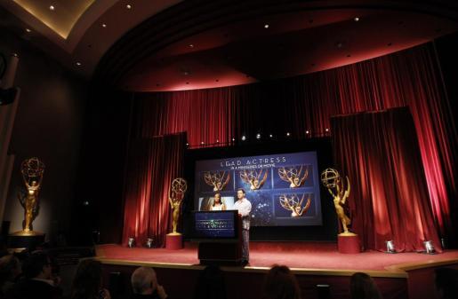 Jimmy Kimmel (derecha) y Kerry Washington anuncian los candidatos a los Emmy de este año.