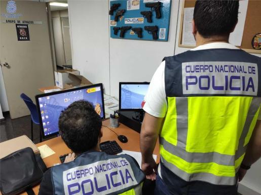 El equipo policial mantiene abiertas las investigaciones.