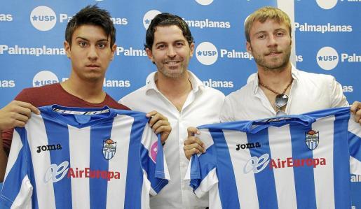 Marcos Calero, Fernando Crespí y Dani Guillén, en el acto de presentación de los dos nuevos refuerzos del Atlètic Balears.