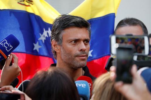 Leopoldo López en la residencia del embajador español.