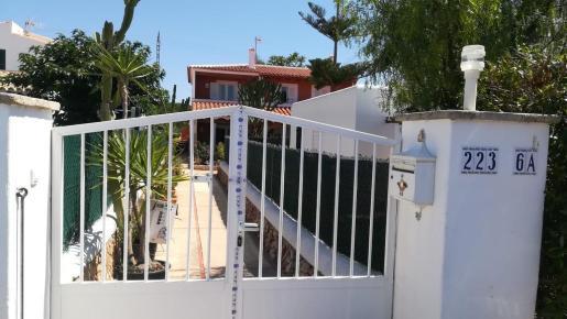 La policía ha precintado la vivienda en la que vivía la familia y han tenido lugar los hechos.