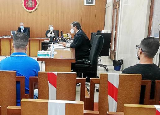 Los acusados, este lunes, en la Sección Segunda de la Audiencia de Palma.