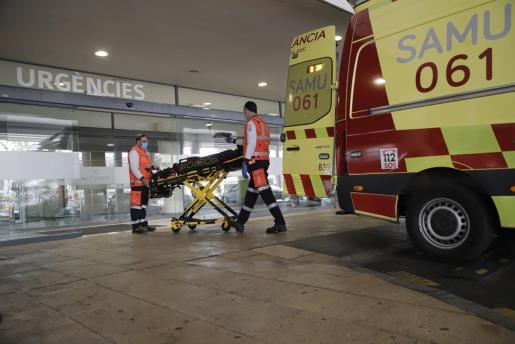 La entrada de urgencias del hospital de Son Espases.
