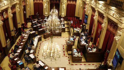 Por primera vez desde el inicio de la crisis sanitaria, los diputados pueden asistir al pleno.