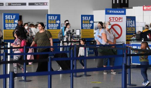 Una media del 46 % de los europeos contempla salir del país en vacaciones, porcentaje que sube por encima del 50 % en el caso de británicos, alemanes y franceses.