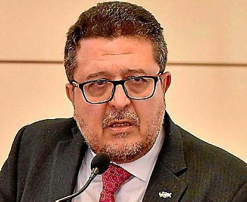 La decisión de Serrano se produce después de que la Fiscalía Superior de Andalucía haya interpuesto una querella criminal contra él.