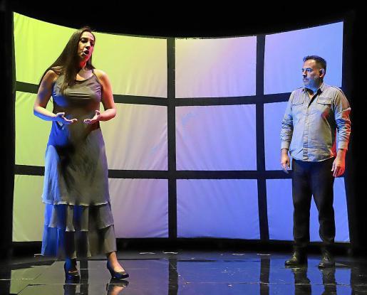 La soprano Inma Hidalgo y el tenor Joan Laínez, director del Mallorca Gay Men's Chorus, ayer ensayando.