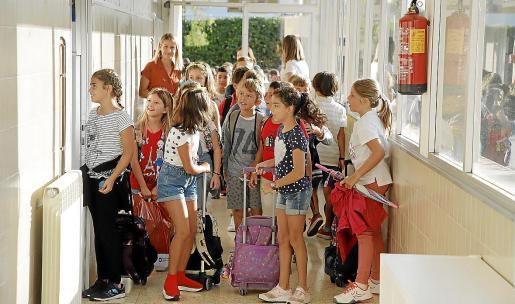 Imagen de archivo de alumnos en un centro concertado de Palma.