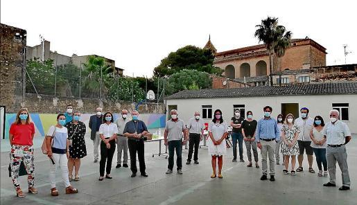 Representantes del Bisbat, del equipo directivo y del Ajuntament visitaron el colegio.