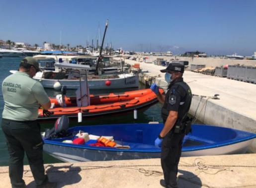 Imagen de la patera arribada a las costas de Formentera