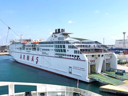 Imagen del barco Volcán de Tinamar, que enlaza en algo más de una hora Mallorca con Ibiza.