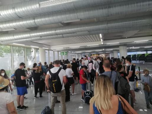 Este miércoles se produjeron aglomeraciones en el Aeropuerto de Palma.