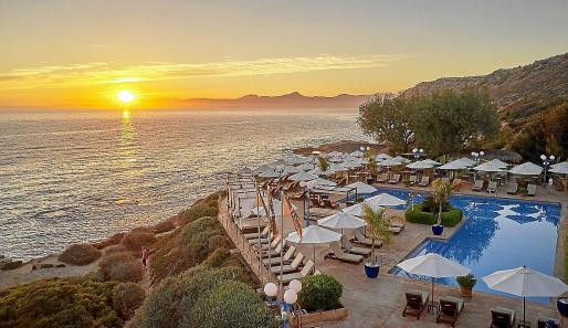 La ubicación de los beach club suele ser un privilegio. Arriba, vista desde el Mhares Sea Club.