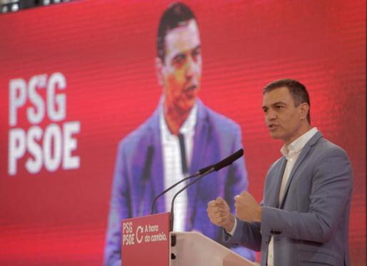 El secretario general del PSOE y presidente del Gobierno, Pedro Sánchez, durante el mitin electoral celebrado este sábado en A Coruña, donde ha apoyado al candidato del PSdeG a la presidencia de la Xunta, Gonzalo Caballero.