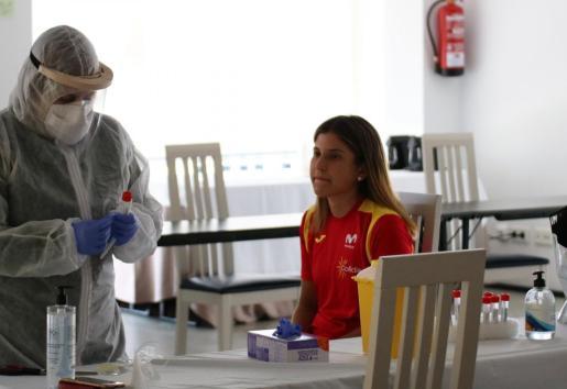 La ciclista mallorquina Iurani Blanco, durante las pruebas de la COVID-19 previas al inicio de los entrenamientos con la selección española.