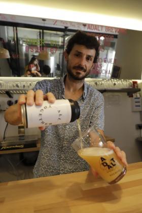 La cerveza 'All Together' es el resultado de siete semanas de fermentación. Es un estilo de IPA pero en versión Neipa, que aporta menos amargor y un toque afrutado.