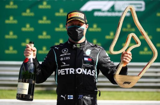 El piloto finlandés Valtteri Bottas (Mercedes) celebra su victoria en Austria.