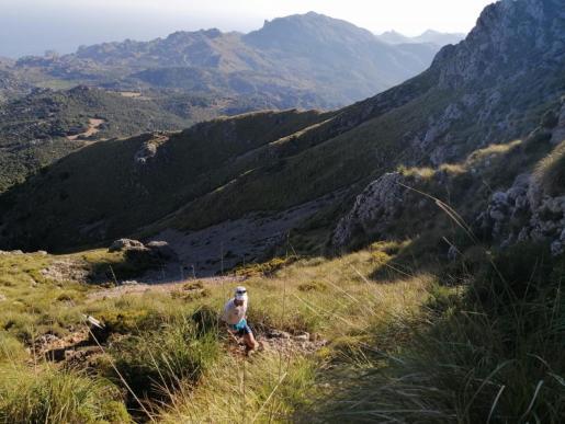 El atleta 'solleric' Tòfol Castanyer, en un momento de su desafío por la Serra de Tramuntana.