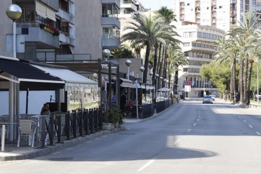 La polémica por las terrazas del Paseo Marítimo de Palma ha dado otra vuelta de tuerca con el anuncio de cierre de los locales 'Jaleo' y 'Kaos Club'.