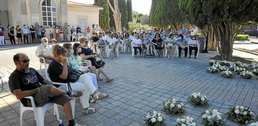 Más de 200 personas acudieron al homenaje.