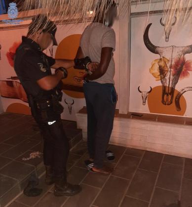 Instante de la detención en el Arenal.