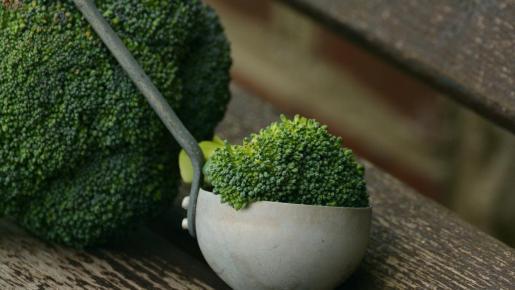 El brócoli o brécol es una planta de la familia de las brasicáceas.