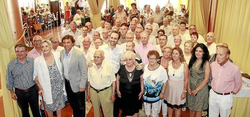 Joan Rotger, Mateo Isern y José Ramón Bauzá con algunos de los presidentes de las asociaciones y otros asistentes.