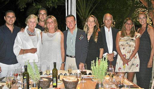 Jaime Sitjar, Mar Raventós, Antonio Horrach, Isabel Guarch, Jaime Colomar, Encarna Piñero, Ignacio de Ros, Ana Camesselle y Susi Gómez, en la cena organizada por la presidenta del Grupo Codorniu.
