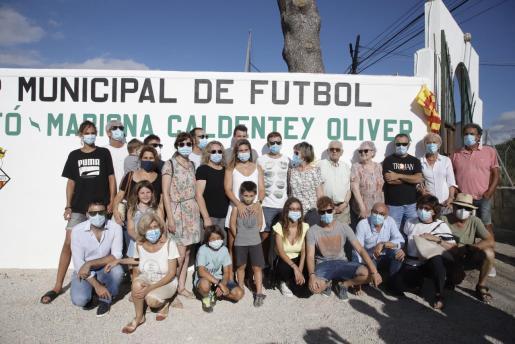 Mariona Caldentey posa junto a sus familiares durante el acto celebrado en Es Torrentó.