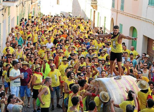 En Sencelles, la celebración del Embala't se ha consolidado en el programa festivo local. Al igual que en Sineu, en Vilafranca o Petra la falta de referentes festivos en el seno de las fiestas tradicionales llevaron a los jóvenes a impulsar fiestas y actos de nueva creación.