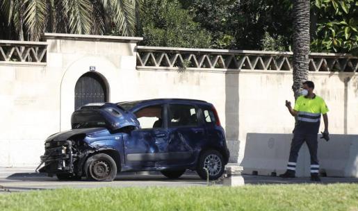 Estado en el que ha quedado el vehículo tras impactar contra el camión.