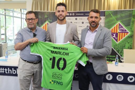 Miquel Jaume, Marlon y José Tirado, durante la presentación del cierre brasileño como jugador del Palma Futsal.