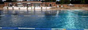 Inglaterra reabre teatros y piscinas y planea hacer obligatoria la mascarilla
