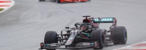 Hamilton reina bajo la lluvia y Sainz saldrá tercero