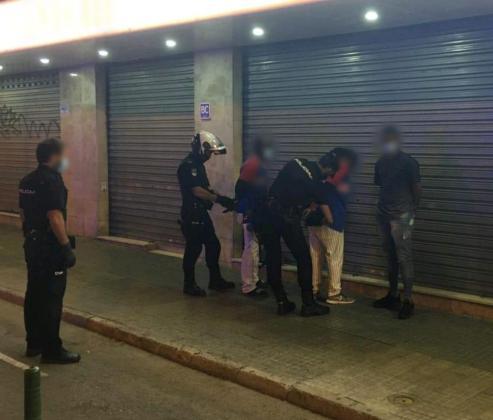 Los tres detenidos, interceptados por la Policía.