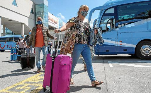 Varios de los turistas que llegaron desde Alemania con el plan piloto.