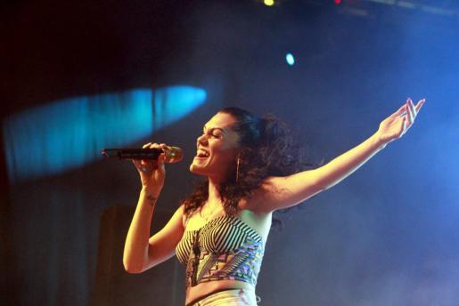 La cantante y compositora Jessie J. durante el concierto en BCM en Magaluf.