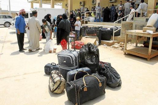 Refugiados sirios llegaron ayer a la frontera de al-Qaim Abu Kamal, en la ciudad iraquí de al-Qaim.