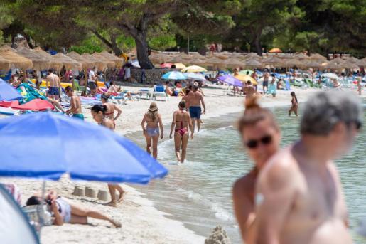 El uso de la mascarilla no es obligatorio en la playa.