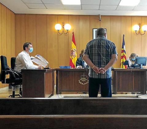 El acusado, durante la vista celebrada en un juzgado de Palma.