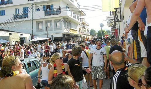 El ocio en la calle empieza por las tardes y se prolonga durante toda la noche provocando ruidos y molestias.