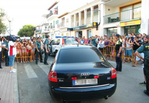 El vehículo de Salom salió escoltado de Portocolom por un 'jeep' de la Guardia Civil. Fotos: G.V.