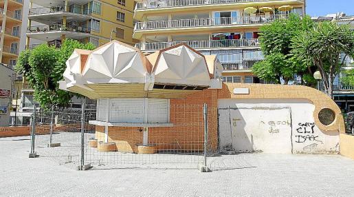 Imagen que ofrecía ayer el edificio de la antigua oficina de turismo.