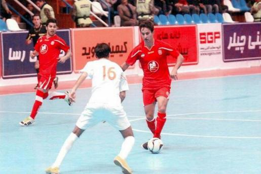 Joao Batista Barreto, jugando un partido con el Gitpasand iraní.