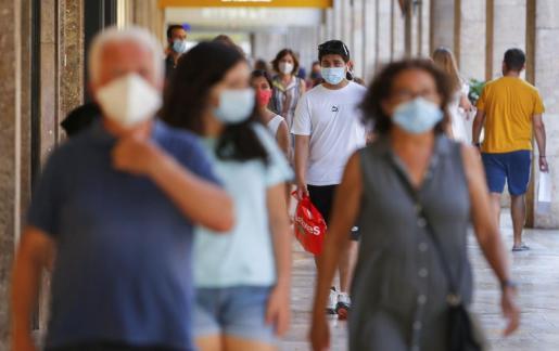 La obligatoriedad del uso de mascarilla en Baleaares se nota en la calle.