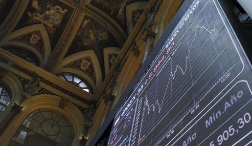 Imagen de uno de los paneles de la bolsa de Madrid.