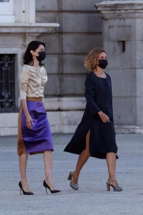 La presidenta del Senado, Pilar Llop (i), y la presidenta del Congreso, Meritxell Batet, a su llegada al homenaje de Estado a las víctimas de la pandemia de coronavirus-